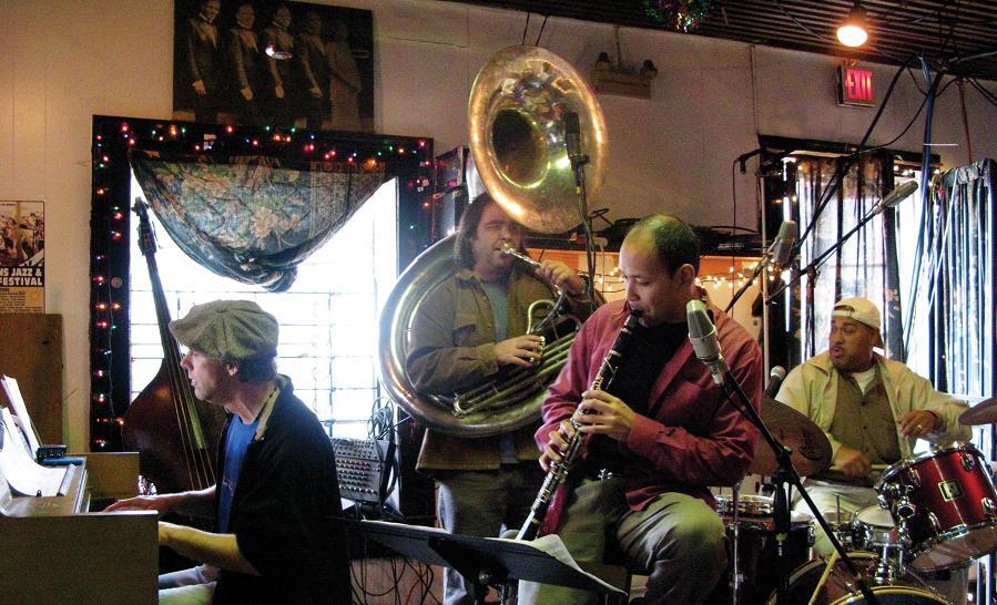 Danza Quartet at Donnas. Photo by Josh Jackson.